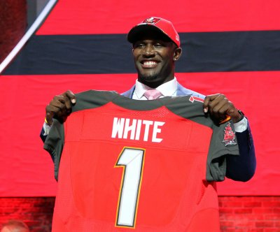 Buccaneers rookie Devin White ruled out with left knee injury vs. Panthers