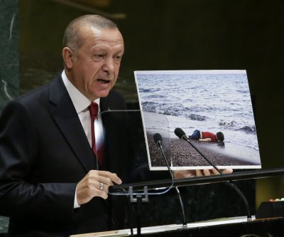 Turkey begins deporting IS fighters to native nations
