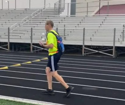 Idaho man runs 29 miles while juggling for Guinness title