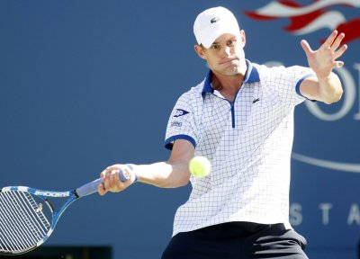 Roddick wins in straight sets in Brisbane