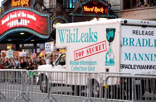 Investigators show Manning-WikiLeaks links