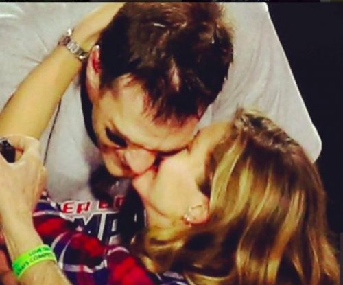 Gisele Bundchen celebrates Patriots win with 'daddy' Tom Brady