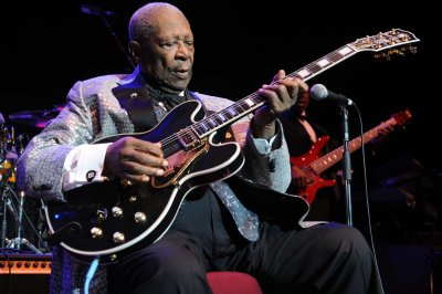 B.B. King announces he is at home under hospice care