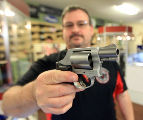 Los Angeles approves law requiring locked guns