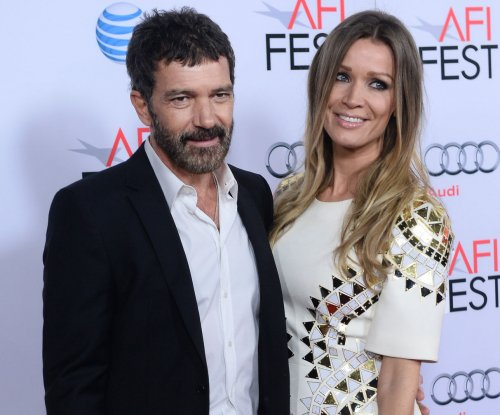 Antonio Banderas jokes about cleaning up after a day on the mining drama 'The 33'