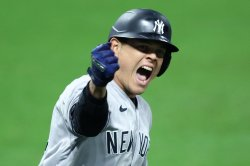 MLB playoffs: Yankees sweep Indians, advance to ALDS