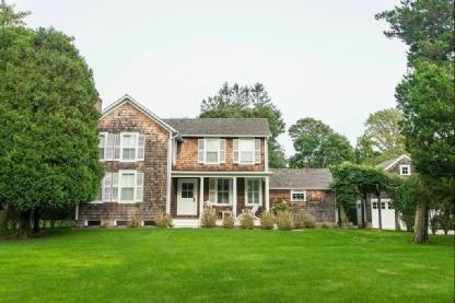 Renee Zellweger lists Hamptons home for $4.45 million
