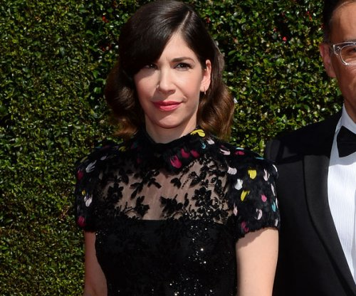 Carrie Brownstein, Amy Poehler lead spontaneous wedding at book tour event