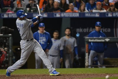 Kansas City Royals keep Minnesota Twins winless thanks to late rally