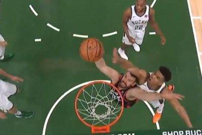 Bucks' Giannis Antetokounmpo rejects Raptors' Marc Gasol with powerful block