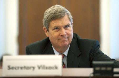 Vilsack wants Sherrod back at USDA
