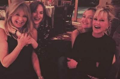 Kate Hudson, Dakota Johnson swap moms in vacation photo
