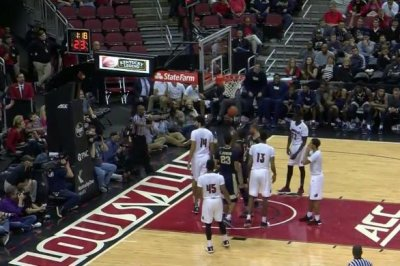 43 points from Pitt's Jamel Artis not enough vs. Louisville