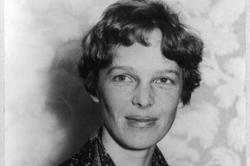 Photo may suggest Amelia Earhart survived crash