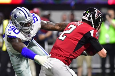 Dallas Cowboys: DeMarcus Lawrence rips officials