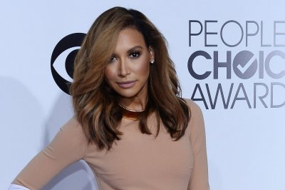 Naya Rivera says 'white people shower more than ethnics'