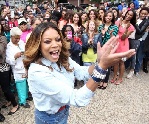 Wendy Williams falls off stage on comedy tour