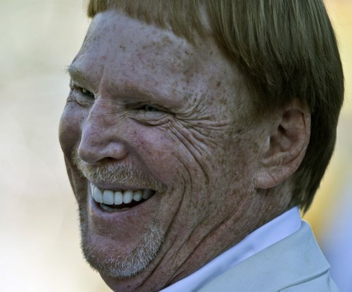 Oakland Raiders owner Mark Davis makes return trip to Vegas