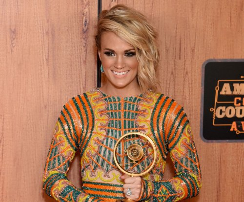 Carrie Underwood shares photos of her day with her son at Sesame Place