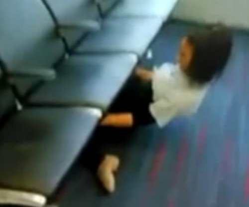 'Limbo Queen' does the limbo under row of Philadelphia airport chairs