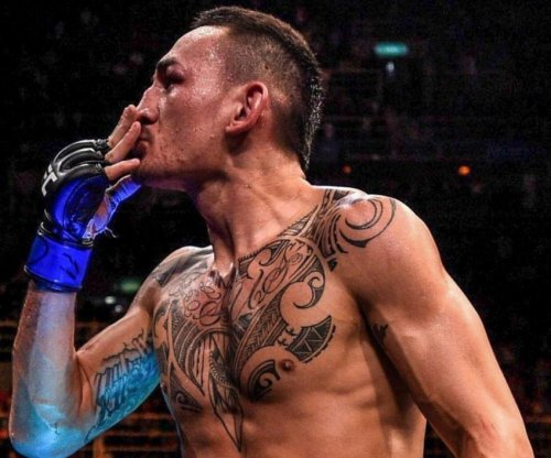 Max Holloway starts 'blessed' era in UFC after TKO of champ Jose Aldo Jr.