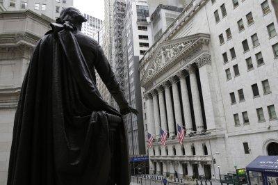 Dow Jones falls nearly 400 points amid Italy, China concerns