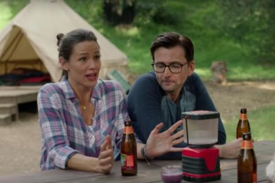Jennifer Garner takes on mother nature in 'Camping' trailer