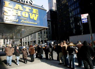 Letterman to shave beard on air