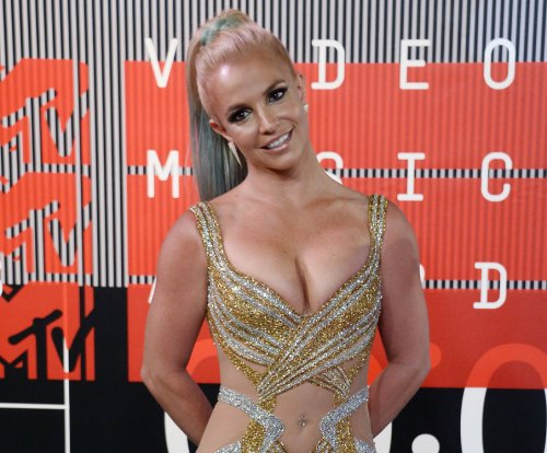 Britney Spears looking to romance a 'hot nerd'