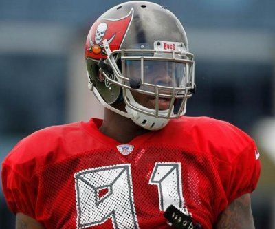 Tampa Bay Buccaneers re-sign DE Da'Quan Bowers