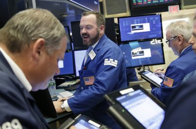 Crude futures fall as traders get in position for inventory build-up