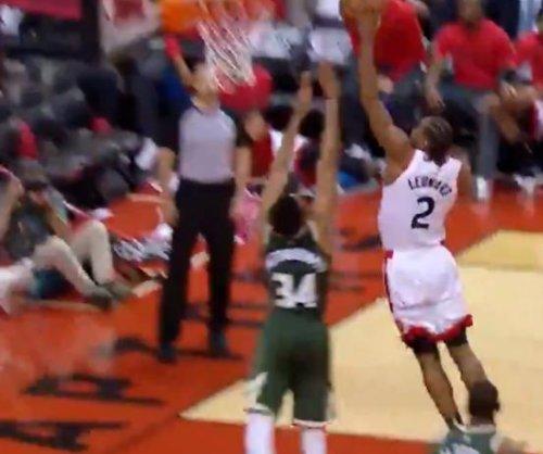Raptors' Kawhi Leonard ignores contact, dunks on Bucks' Giannis Antetokounmpo