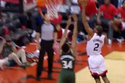 Raptors' Kawhi Leonard ignores contact, dunks on Bucks' Giannis Antetokounmpo