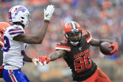 Browns' Jarvis Landry targets August return from hip injury