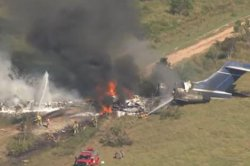 Houston plane crash leaves no major injuries, 2 minor