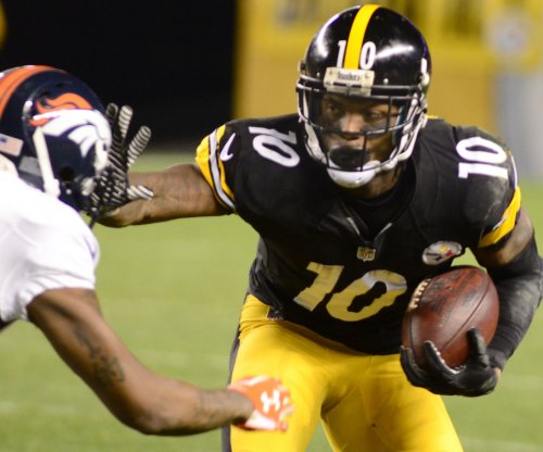 Pittsburgh Steelers' Ben Roethlisberger pumps up Martavis Bryant