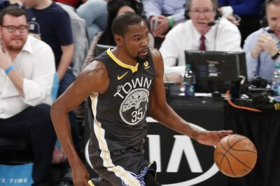 Durant, Warriors stay in New York to face Nets
