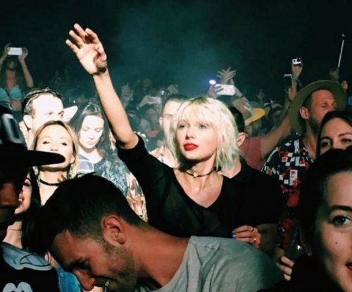 Taylor Swift cheers on boyfriend Calvin Harris, Rihanna at Coachella