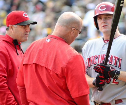 Cincinnati Reds edge Milwaukee Brewers, snap losing skid