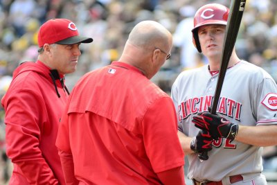 Cincinnati Reds edge Milwaukee Brewers, snap losing skid