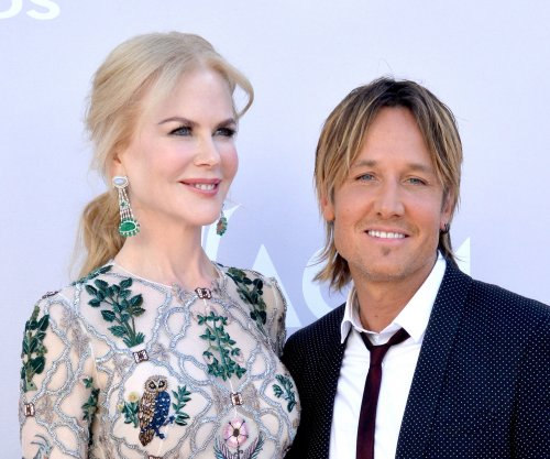 Keith Urban, Nicole Kidman all smiles at 2017 ACM Awards