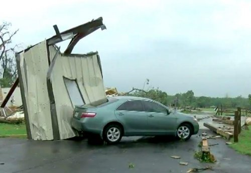 Tornadoes, floods kill 8 in Texas, Missouri, Arkansas