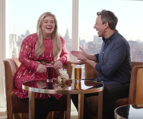 Kelly Clarkson, Seth Meyers spend the day drinking on 'Late Night'