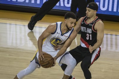 Golden State Warriors' Stephen Curry knocks down unreal fadeaway three