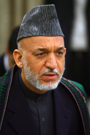 Karzai buries half-brother, tabs successor