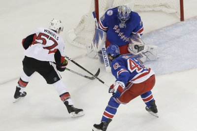 Oscar Lindberg scores twice as New York Rangers rout Ottawa Senators