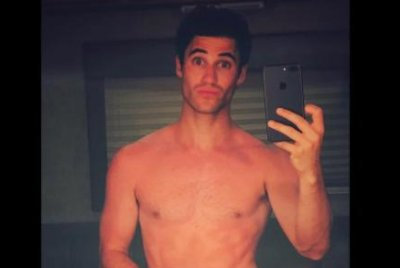 Darren Criss goes nude on 'American Crime Story: Versace' set