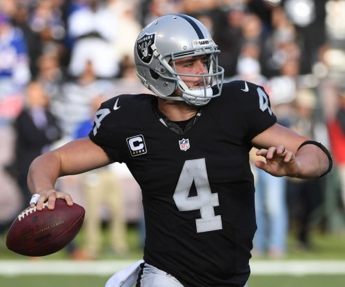 Oakland Raiders QB Derek Carr celebrates mega-deal with 50-yard sprints