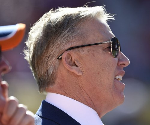 Denver Broncos give John Elway five-year extension through 2021
