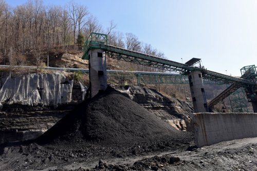 Coal still holds a slight edge as U.S. power source